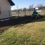 ogrody zakładanie trawnika nowa trawa zasianie trawy usługa ogrodnik garden4everyone glebogryzarka separacyjna
